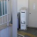 兵庫県宝塚市の阪急清荒神駅の白ポスト。(2014年)