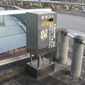 兵庫県三田市の神鉄ウッディタウン中央駅前の白ポスト、向かって左。 (2014年)