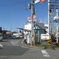 兵庫県三木市の神鉄三木駅前の白ポストと周囲。バス停の脇。(2014年)