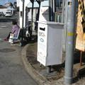 兵庫県三木市の神鉄三木駅前の白ポスト、向かって右。(2014年)