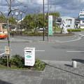 兵庫県三木市の神鉄恵比須駅前の白ポスト正面と周囲。(2014年)