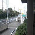 兵庫県三木市の神鉄広野ゴルフ場前駅前の白ポストを駅出入口から見る。(2014年)