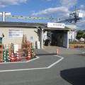 兵庫県加古川市の山陽電鉄浜の宮駅入口。さりげなくいわゆる白ポストがある。(2014年)