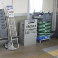 兵庫県加古川市の山陽本線宝殿駅の白ポスト、向かって左。(2015年)
