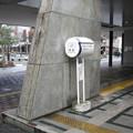 滋賀県彦根市の東海道本線彦根駅表口の白ポスト、向かって左。(2015年)