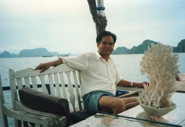 話題の赤珊瑚ならぬ白珊瑚 ハロン湾  White coral as souvenir in Ha Long Bay ,Vietnam