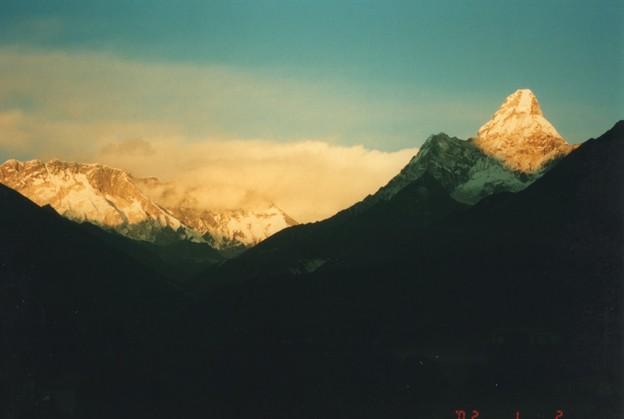 金色の荘厳 タンボチェ Evening glory,Tengboche in Nepal  *金色(こんじき)に染まれる山を離れずに棚引く雲も色染みにけり