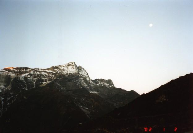 暁のコンデリ ナムチェバザール Kongde Ri at dawn