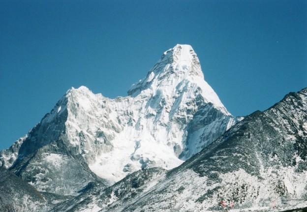新雪のアマダブラム6,856m タンボチェから見る Ama Dablam from Tengboche