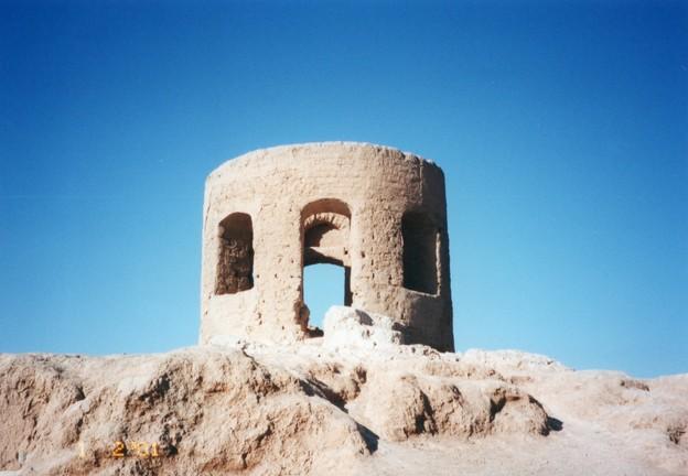 拝火教神殿 エアスファハーン Atashgah-e of Esfahan 、Iran       *澄み渡るペルシャの空は変わらねど荒れたる遺跡見れば悲しも