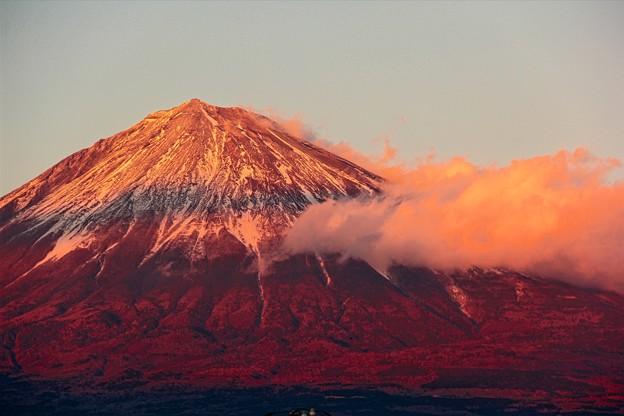 1月1日富士宮からの夕方富士山~ いやあ~元旦早々縁起がいい強烈な紅富士(^ ^)今年もよろしくです!