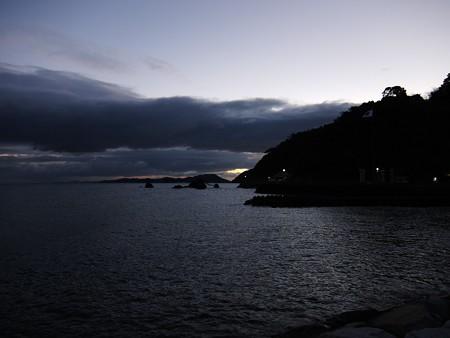 夫婦岩 遠望01 12月朝6:39