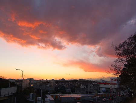 牙を剥く雲と富士 20141213-01