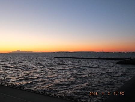 幕張の浜~20150103-08 富士山とスカイツリーのツーショット