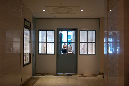 2010.04.03 Marunouchi BRICK SQUARE ドア