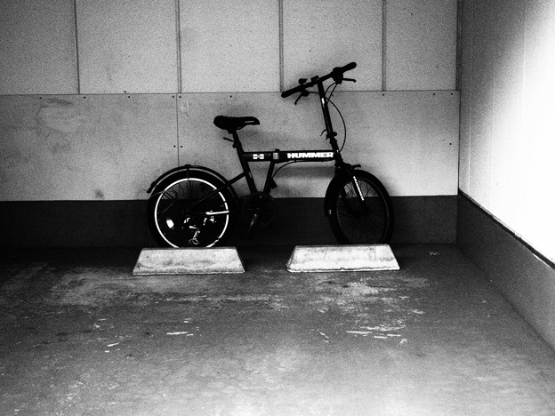 車止めと自転車