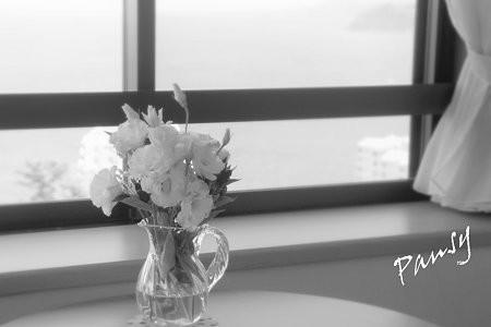 海を見下ろす窓辺・・