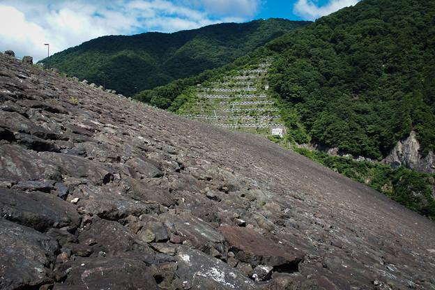 徳山ダムのリップラップ
