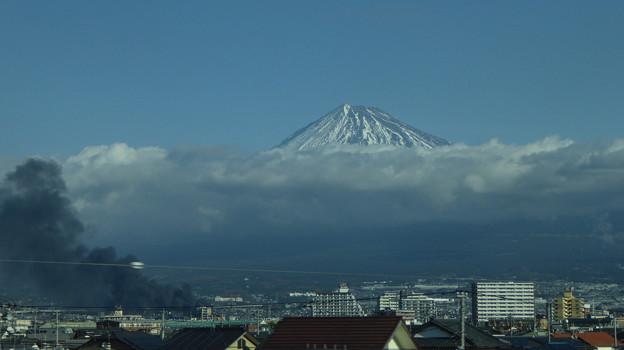 富士市で爆発火災1