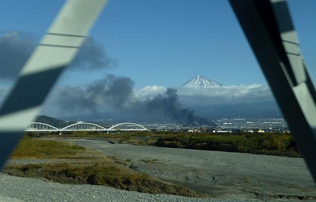 富士市で爆発火災2