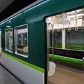 写真: 京阪電車のシートは何となく京都の和菓子のような