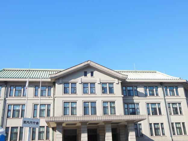 写真: 宮内庁庁舎