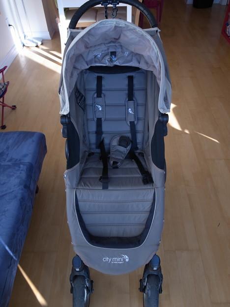 11.ベビーカー(baby jogger city mini)4輪式