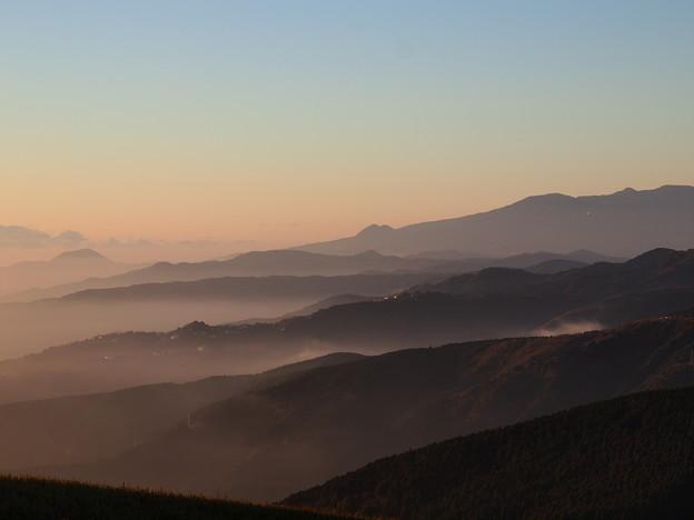 神々とした箱根連山