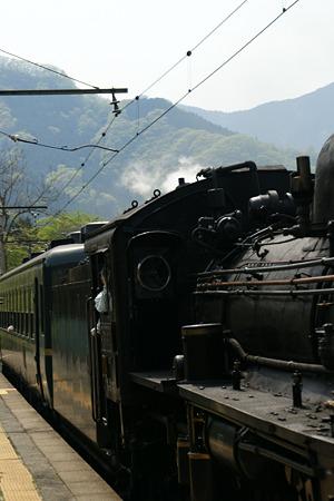 SL蒸気機関車が通過!(100504)