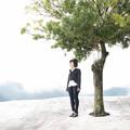写真: あの木の下で