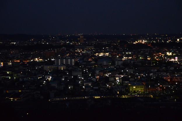夕闇の鹿沼市街を行く特急きぬ125号
