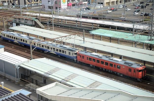 写真: キハ40首都圏色+キハ48五能線色