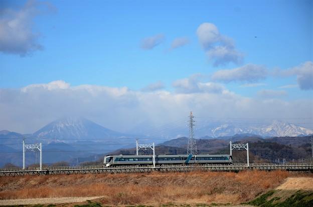 東武日光線思川橋梁を渡る東武500系特急リバティけごん22号