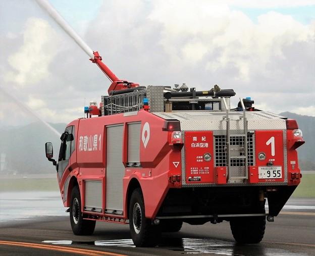 和歌山県 南紀白浜空港管理事務所 空港用化学消防車      (6100L級、後部)