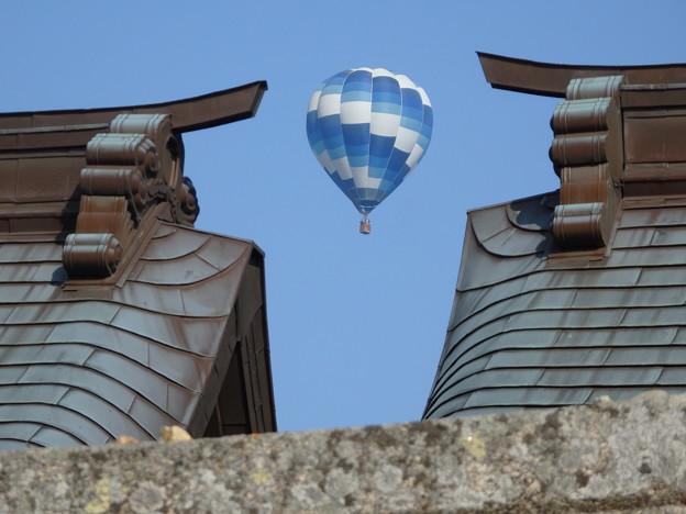 神社と熱気球