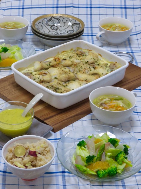 9月20日今晩は、鱈と里芋のクリームグラタン、昆布締め鯛とオレンジのサラダ、細切り野菜のスープ、さつまいもご飯