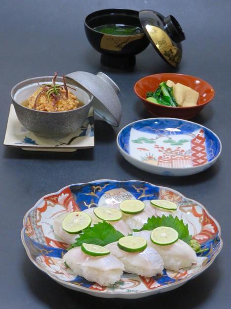 今晩は、ボウゼ握り寿司、さつまいも饅頭銀あん(豆腐、鶏ミンチ、生姜)、小松菜の煮浸し、つみれ汁