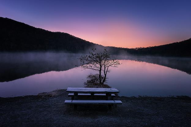 小沼の夜明け