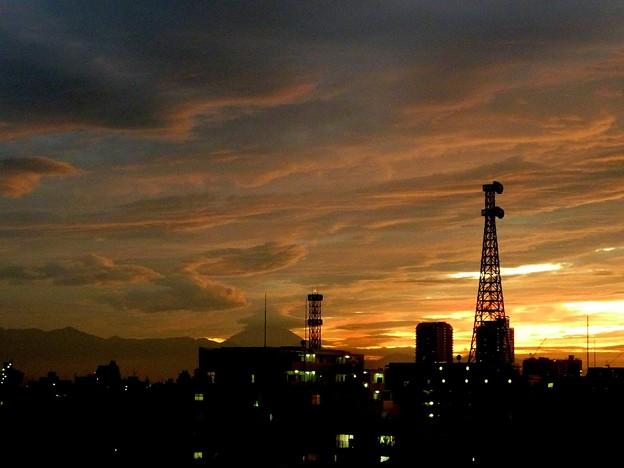 写真: 鷲の雲と