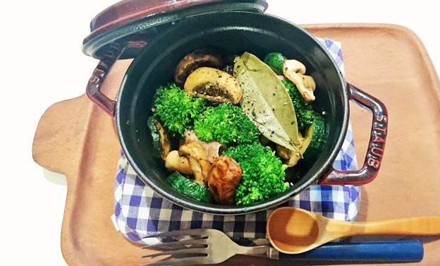 G先生にこれを。お肉と野菜を煮込みました。