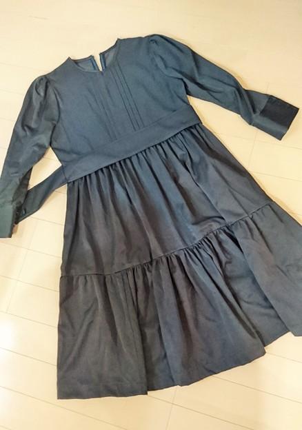 G先生にこれを。「グレーのワンピースドレス」です。