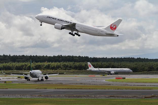 B777 JAL+A321 CCA+A320 CQH