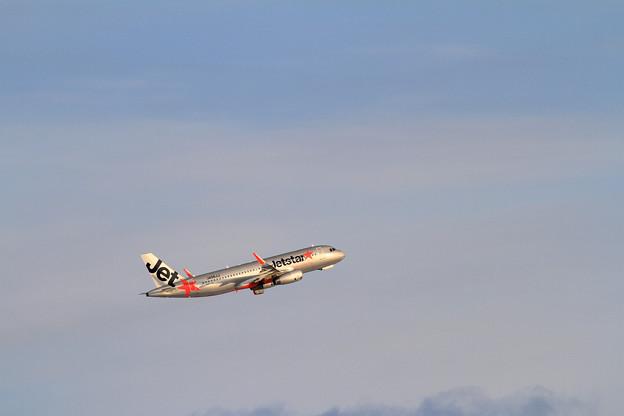 A320 Jetstar takeoff climb