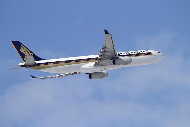 A330 SQ661 9V-STU takeoff