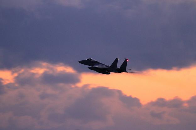 F-15 夕焼け空へ