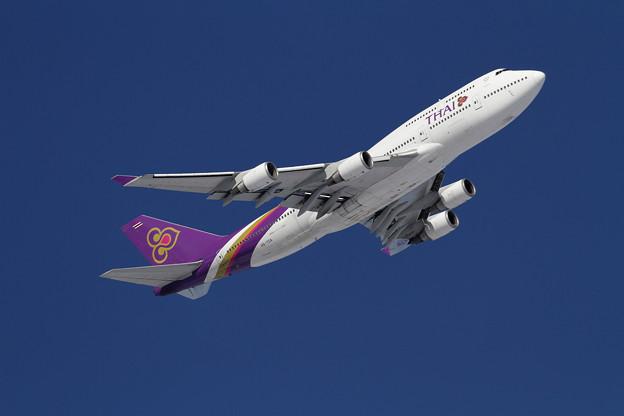 B747 THA HS-TGA takeoff climb
