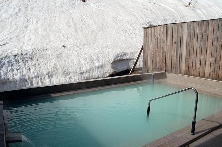 残雪みえる露天風呂