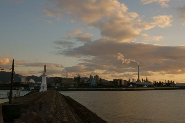 写真: 黄昏れ 徳山港