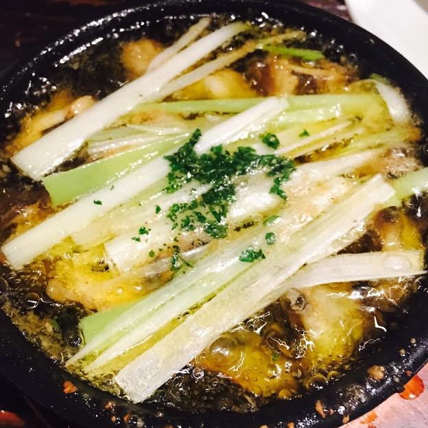 新橋/アンドゥーズキッチン/つぶ貝と白葱のアヒージョ