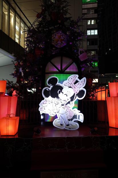渋谷ヒカリエのクリスマスツリー、イルミネーション点灯前
